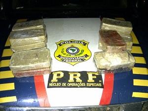 PRF apreendeu 24 kg de droga (Foto: Divulgação/PRF-GO)