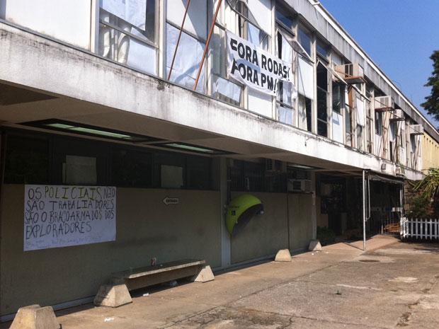 Prédio ocupado dentro do campus da USP na Zona Oeste de SP (Foto: Letícia Macedo/G1)