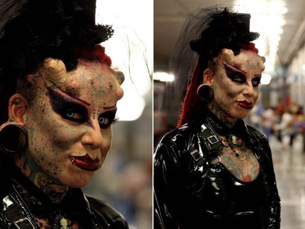 A mexicana María Jose Cristerna é conhecida como 'Mulher Vampiro'. Entre as modificações corporais, ela implantou chifres de titânio na cabeça e presas na boca. (Foto: Hector Guerrero/AFP)