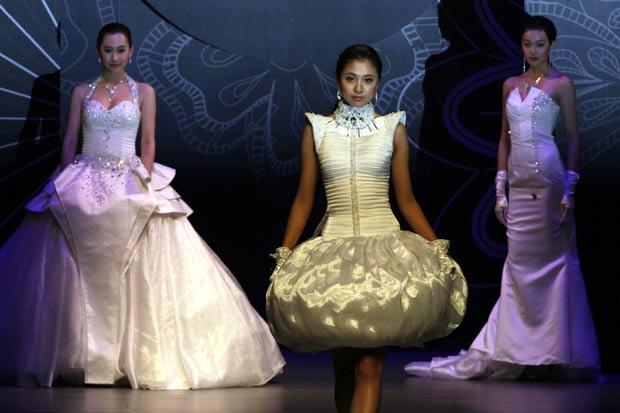 Desfile foi realizado durante o China Fashion Week.  (Foto: Ng Han Guan/AP)