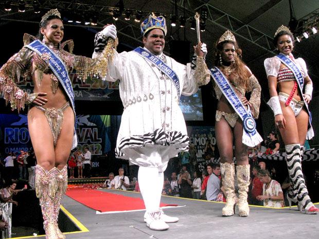Rio de Janeiro conheceu nesta sexta (28) novos Rei Momo e Rainha do Carnaval 2012 (Foto: Rodrigo Vianna / G1)