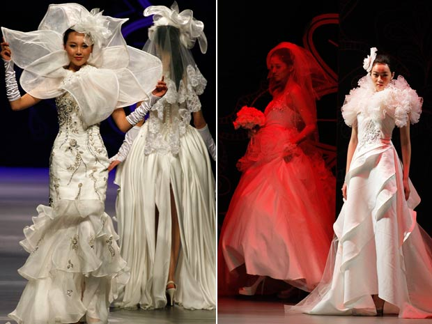 Modelos participaram neste sábado (29) de um desfile de vestidos de noiva em Pequim, na China.  (Foto: Ng Han Guan/AP)