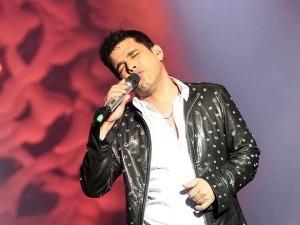 Zezé no show de sexta-feira (28), no Teatro Guaíra. (Foto: Joka Madruga / G1 PR)