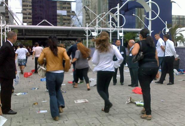 Dezenas de pessoas ficaram presas no trânsito e precisaram correr para entrar no local da prova (Foto: Ana Carolina Moreno/G1)