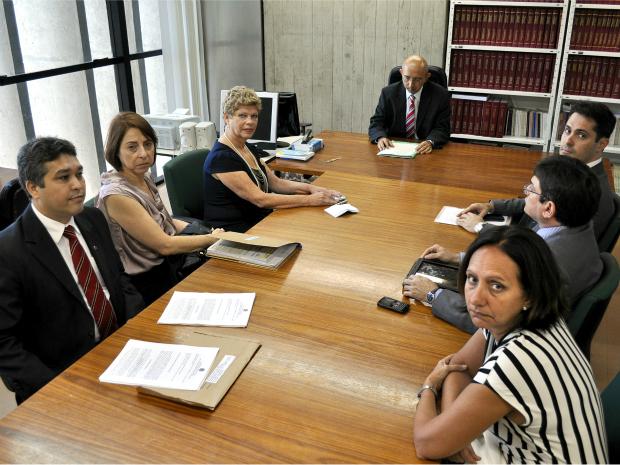 Juiz federal recebe a presidente do Inep, procuradores jurídicos do MEC e Inep e procuradores federais (Foto: Justiça Federal-CE/Divulgação)