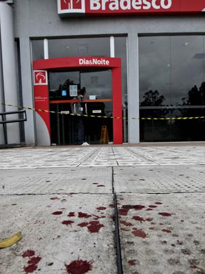 Banco foi assaltado na Zona Norte (Foto: Paulo Liebert/Agência Estado)