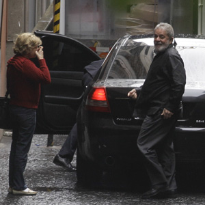 Lula chega ao Sírio (Foto: Nelson Antoine/Foto Arena/AE)