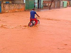 Chuva em Barreiras (Foto: Reprodução/TV Oeste)