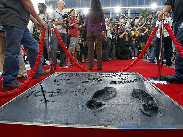 Detalhe do bloco da calçada dedicada a Mickey Rourke (Foto: Mario Anzuoni/Reuters)