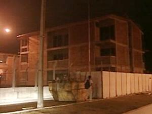 Dois operários caíram de prédio em obra na residência da UFPB, em João Pessoa (Foto: Reprodução/TV Cabo Branco)