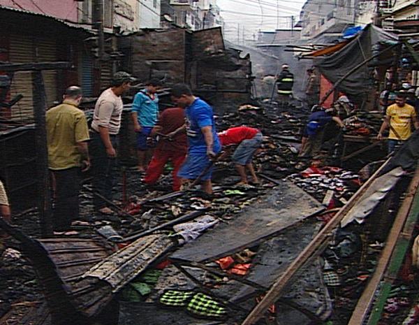 Incêndio destrói barracas da Feira Central de Campina Grande (PB) (Foto: Reprodução/TV Paraíba)