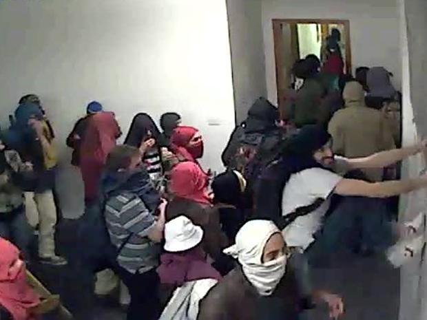 Estudantes no interior da reitoria (Foto: Divulgação/USP)