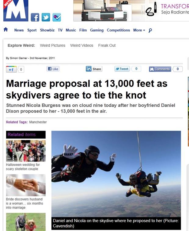 Daniel Dixon pediu a namorada Nicola Burgess em casamento durante salto de paraquedas. (Foto: Reprodução/Metro)