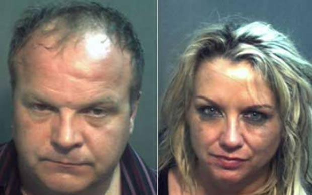Chris e Mary Gorman em fotos tiradas após prisão. (Foto: Reprodução/polícia)