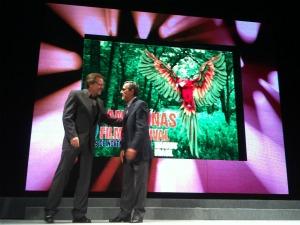 Fernando Meirelles e Robério Braga na abertura do 8º Amazonas Film Festival (Foto: Marina Souza/G1)