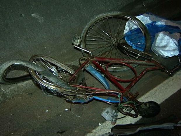 Ciclista morre atropelado na BR-262, no ES (Foto: Reprodução/TV Gazeta)