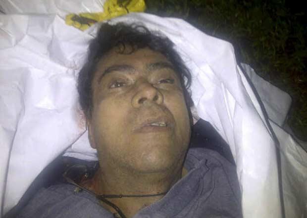 Corpo que seria do guerrilheiro Alfonso Cano, em foto divulgada neste sábado (5) pelas autoridades colombianas (Foto: Reuters)
