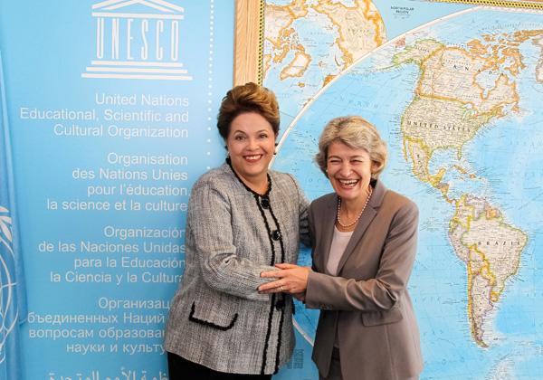 A presidente Dilma Rousseff, durante encontro com a diretora-geral da Unesco, Irina Bokova, em Paris. Foi o último compromisso oficial da viagem da presidente à França. Ela retorna ao Brasil na madrugada da segunda-feira (7). (Foto: Roberto Stuckert Filho/PR)