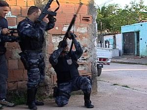 Gelson durante a cobertura da operação policial  (Foto: Reprocução/TV Globo)