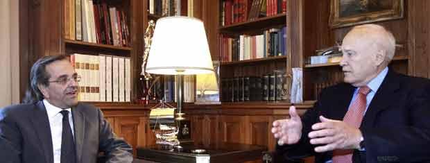 O oposicionista Antonis Samaras (à esq.) durante encontro com o presidente da Grécia, Carolos Papoulias, neste domingo (6) em Atenas (Foto: Reuters)