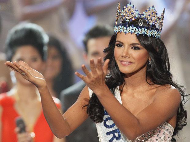 A venezuelana Ivian Sarcos foi coroada vencedora do Miss Mundo realizado em Earls Court, em Londres, neste domingo (6) (Foto: Kirsty Wigglesworth/AP)