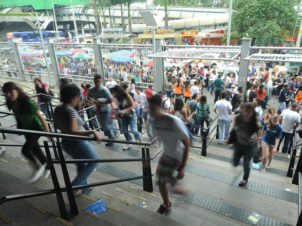 Apenas uma pessoa chegou após o fechamento dos portões (Foto: Flávio Moraes/G1)