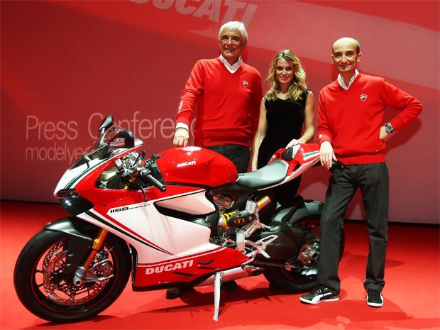 Gabriele Del Torchio, presidente da Ducati, e Claudio Domenicale, diretor geral da Ducati, durante a apresentação oficial da Panigale (Foto: Divulgação)