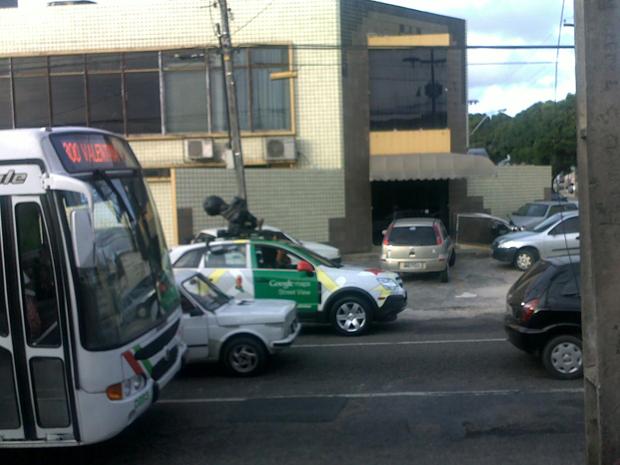 Os carros do Google Street View continuam registrando imagens em 360 graus de vários pontos da Paraíba. O internauta Emanuel de Santana flagrou o carro às 16h desta segunda-feira (7) no cruzamento da Avenida Pedro II com a Maximiano Figueiredo (Foto: Arquivo Pessoal/Emanuel de Santana )