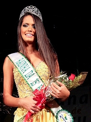 Rainha de Biguaçu, Izabel Hoffmann, 17 anos, morreu neste sábado (5) após passar mal em casa (Foto: Divulgação/Secretaria de Cultura e Turismo de Biguaçu)
