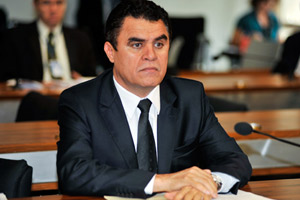 O senador Wilson Santiago, que deve perder vaga para o ex-governador da Paraíba Cássio Cunha Lima (Foto: Agência Senado)