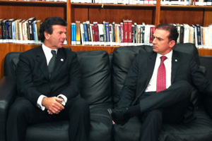 O ministro Luiz Fux (esq.) recebe o presidente da OAB, Ophir Cavalcanti (Foto: Débora Santos / G1)