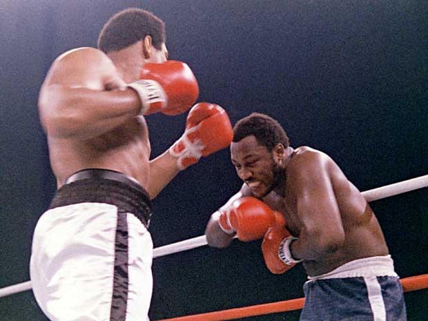 Joe Frazier, na sua última luta contra Muhammad Ali, em 1975, nas Filipinas. (Foto: Arquivo / AP Photo)