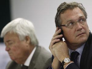 O secretário-geral da Fifa, Jérôme Valcke (dir.) e o presidente da CBF, Ricardo Teixeira, em audiência na Câmara dos Deputados (Foto: Ueslei Marcelino / Reuters)