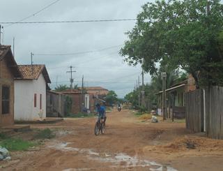 população reclama de falta de asfalto em marabá (Foto: Tahiane Stochero/G1)