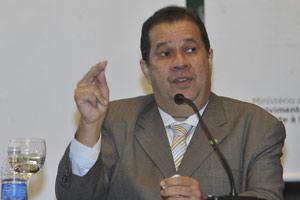 O ministro Carlos Lupi em abertura do Encontro sobre Estratégia de Inclusão Produtiva Urbana no Plano Brasil Sem Miséria, em Brasília (Foto: Elza Fiúza / Agência Brasil)