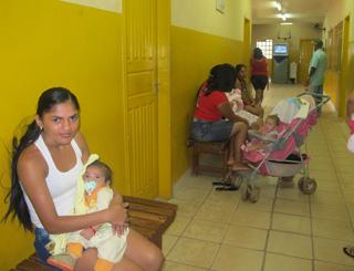 posto saúde marabá tem enfermeira dando receita (Foto: Tahiane Stochero/G1)