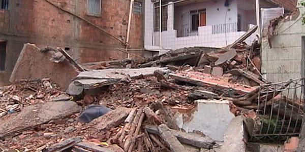 Prédio desaba em Salvador (Foto: Imagens/ TV Bahia)