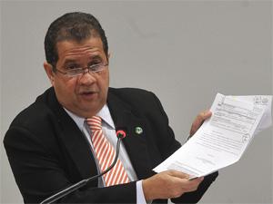 O ministro do Trabalho, Carlos Lupi, durante audiência em comissão da Câmara nesta quinta (10). (Foto: Antonio Cruz/ABr)
