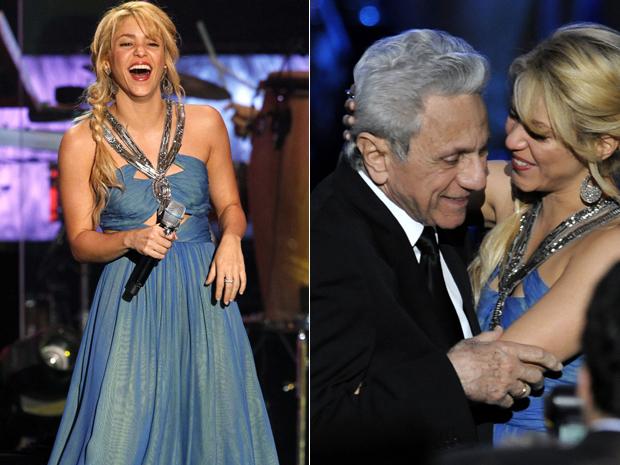 Shakira é homenageada em Las Vegas e abraça seu pai William Mebarak nesta quarta-feira (9) (Foto: Reuters/Mario Anzuoni)