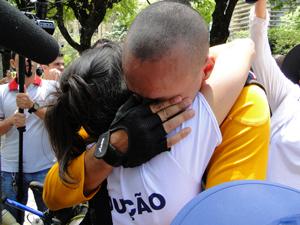 Danilo e a mulher, Gisele Werneck, na chegada à Praça da Liberdade (Foto: Alex Araújo/G1)