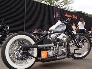 Harley-Davidson Nightrain recebeu at� pneus de cravos na dianteira (Foto: Arquivo pessoal)