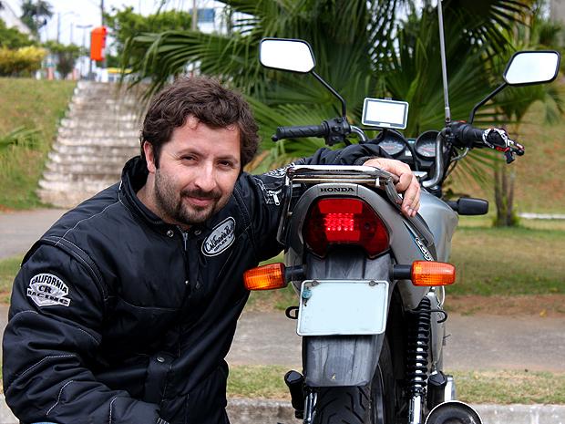 Marcelo de Barros colocou lanterna em LED, novo guid�o e GPS em sua moto (Foto: Rafael Miotto)