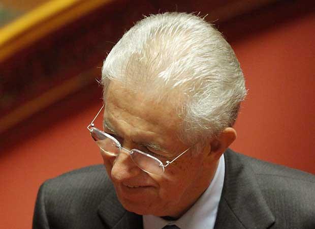 O senador Mario Monti, provável futuro premiê da Itália, durante debate no Senado nesta sexta-feira (11) em Roma (Foto: AP)
