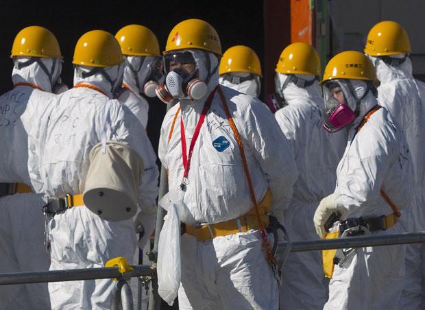 As autoridades japonesas responsáveis pela administração da usina nuclear de Fukushima permitiram neste sábado (12), pela primeira vez desde o terremoto seguido de tsunami ocorrido em março, que jornalistas entrassem na planta nuclear. (Foto: David Guttenfelder/Reuters)