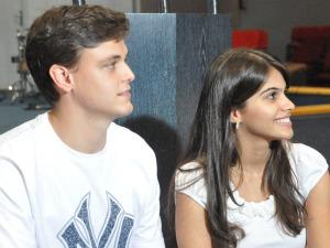 Carolina Dolzan, de 21 anos, e Lucas Dolzan, de 22 anos, que se casaram em julho deste ano após cinco anos de namoro são adeptos do movimento 'Eu Escolhi Esperar' (Foto: Leandro Abreu/G1 MS)