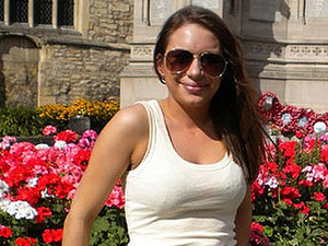 Victoria Sanderson sofreu reviravolta em sua vida após descoberta de doença, aos 17 anos. (Foto: BBC)