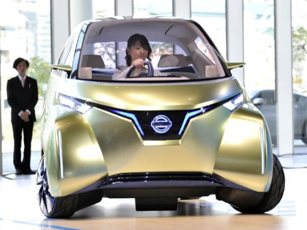 Nissan Pivo 3 vai de encontro ao condutor, caso seja acionado via smartphone (Foto: AFP)