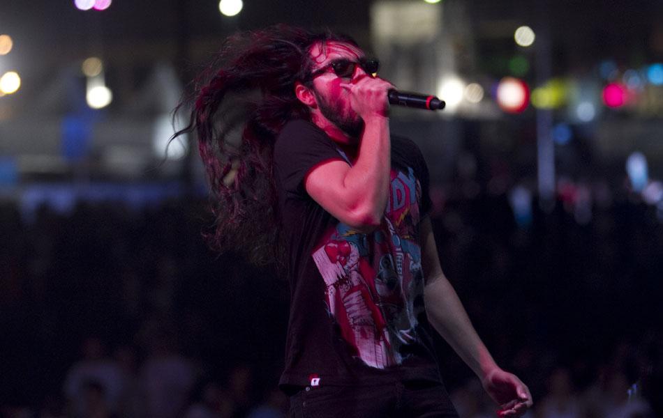Banda foi a responsável por fechar o palco alternativo do festival, onde fez show com pé nos anos 1980