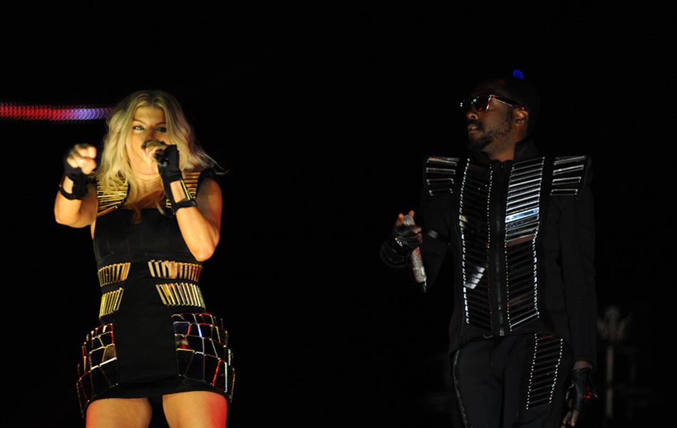 Fergie e Will.I.Am, do Black Eyed Peas, no show que encerra o line-up principal da primeira noite