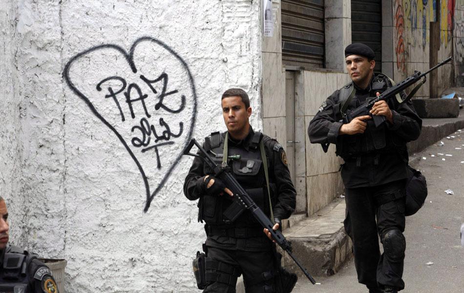 Policiais do Bope ocupam as ruas da Rocinha